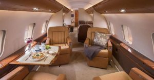 4 Oprah, Céline Dion,et Steven Spielberg - Bombardier Global Express