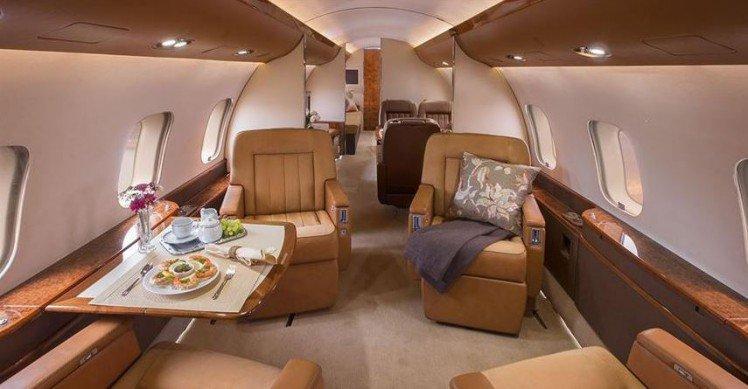 04 Oprah, Céline Dion,et Steven Spielberg – Bombardier Global Express