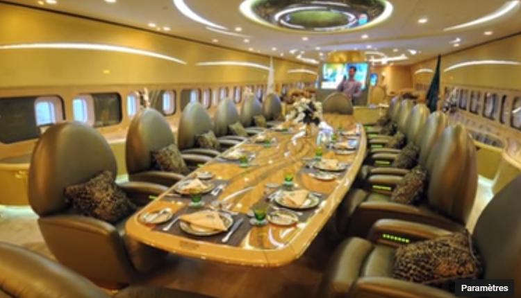 04 – Prince Al-Waleed bin Talal's 747-400 – salle à manger (1)
