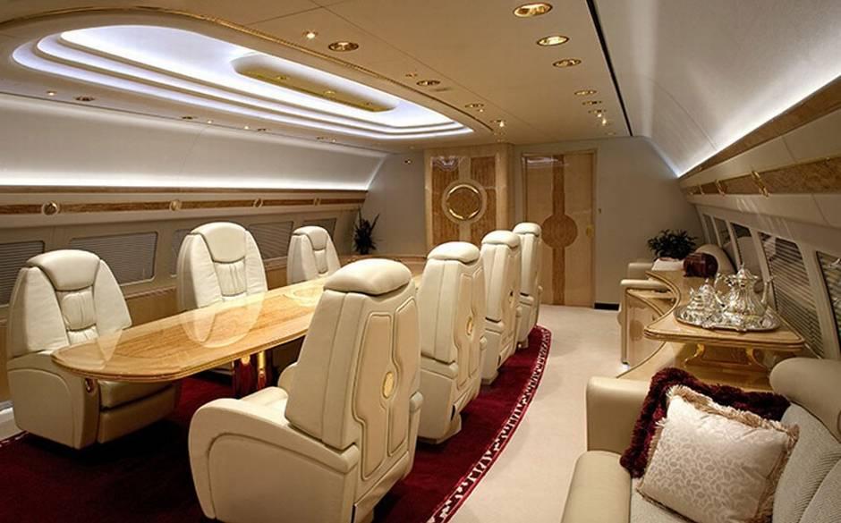 Salle de réunion et de travail dans un avion privé