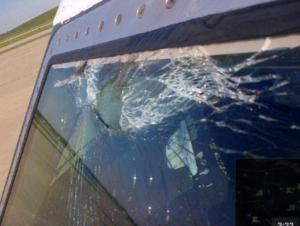 pare-brise de l'avion Atlas Air GTI8665 après collision avec un oiseau