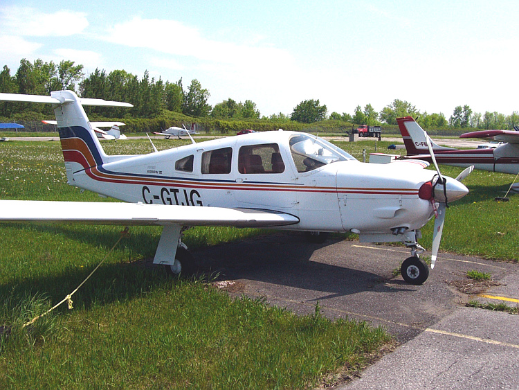 PiperPA-28RT-201 Cherokee Arrow