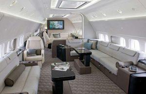 Boeing 737 Business Jet - avec une salle de conférence équipée avec la haute technologie, deux chambres à coucher, une avec sdb