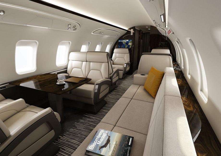 Bombardier Challenger 650, équipé de six fauteuils et un long canapé