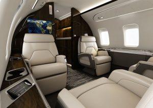 Bombardier Challenger 650, chaque siège à un écran TV HD, et il y a une zone bar et dîner