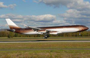 jet privé Airbus A340 300 - le plus chers du monde - appartenant à Alisher Usmanov, l'homme plus riche de la Russie, a coûté € 400 millions, dont 210 pour l'avion. A une autonomie de 15000 km