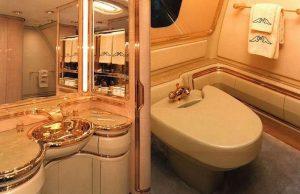 Boeing 747-430 : la salle de bain a un lavabo en or 24 carats