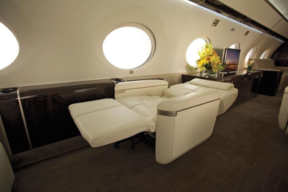 le Gulfstream G650 a des fauteuils inclinables pour dormir