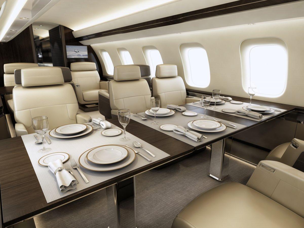 Bombardier Global 7000 - intérieur avec tables