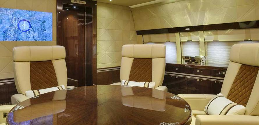 Boeing BBJ 747-8 Alberto Pinto – salle de conference