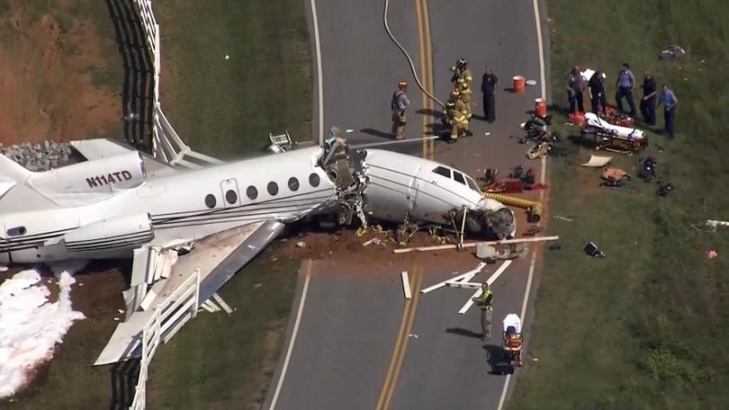 Dassault Falcon 50 affrété plongé d'une piste à Greenville, USA